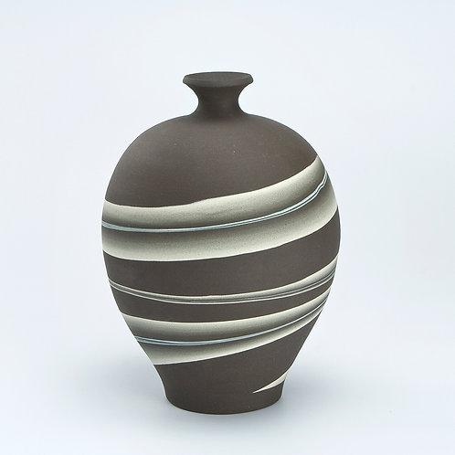 Round black Neriage vase