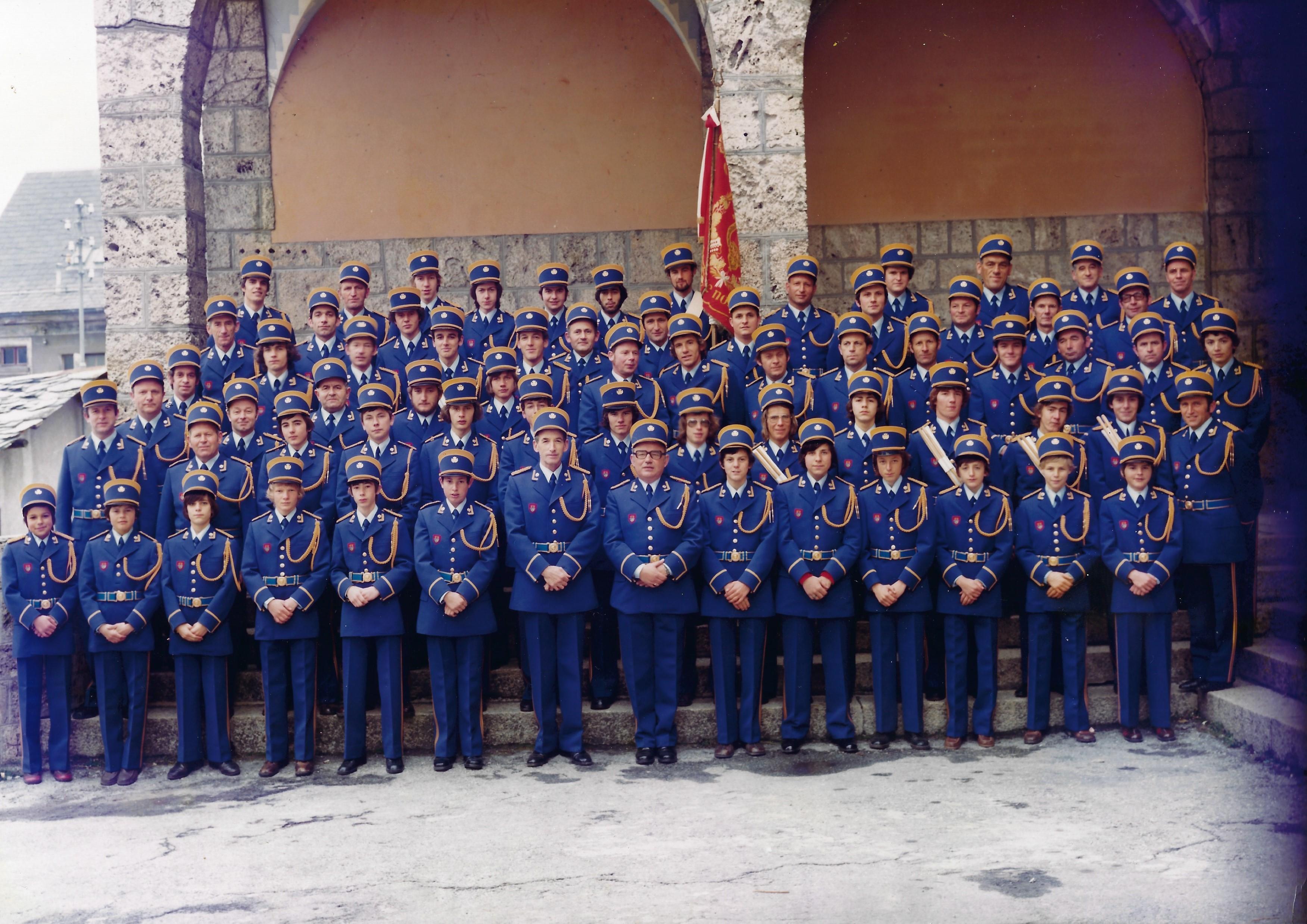 Inauguration du costume et du drapeau en 1975