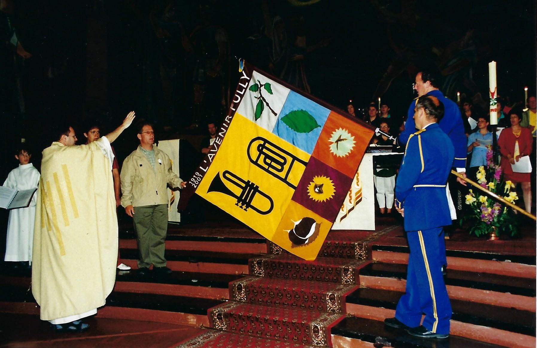 Bénédiction de la nouvelle bannière en 2001