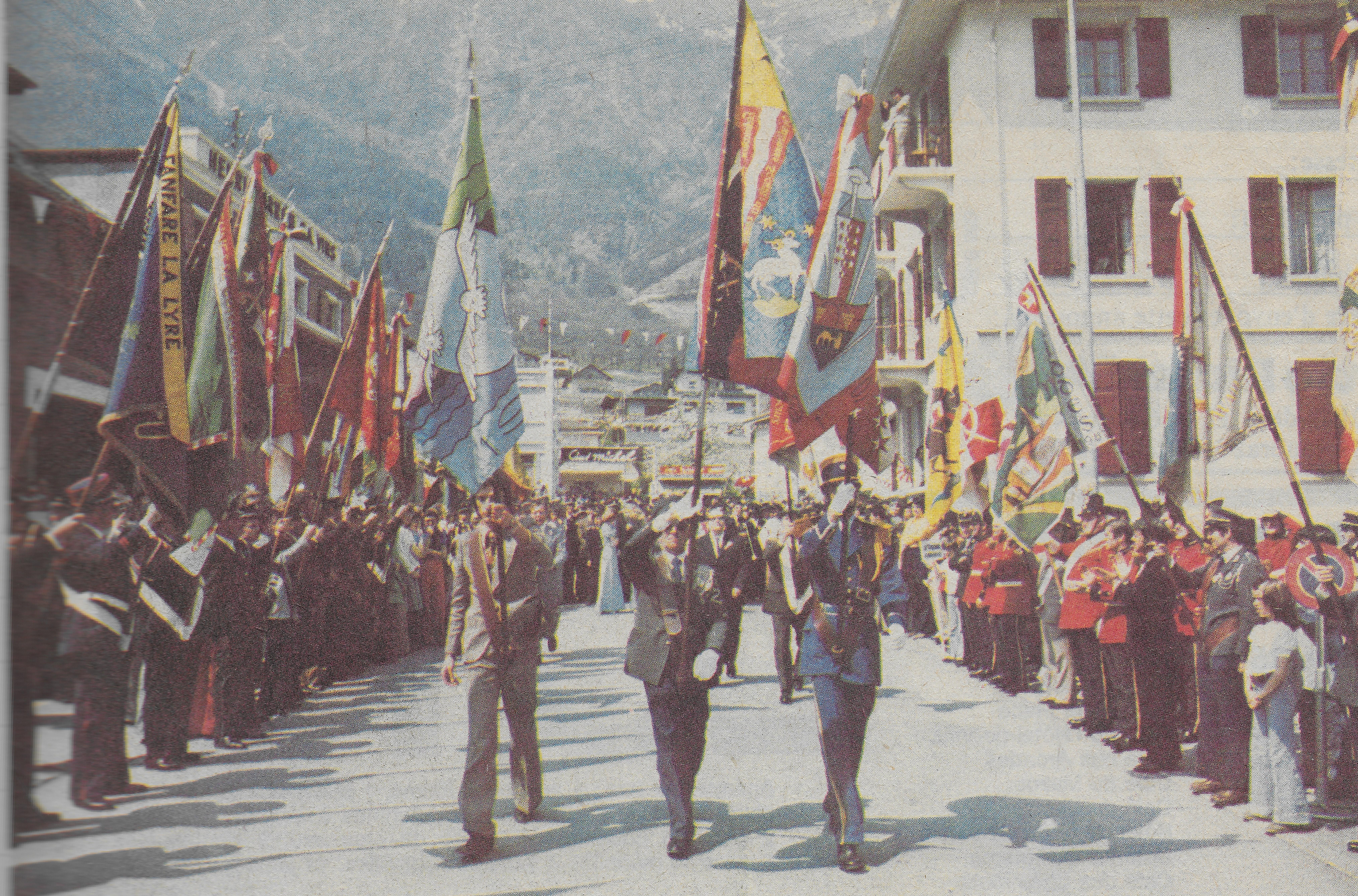 Inauguration du drapeau en 1975