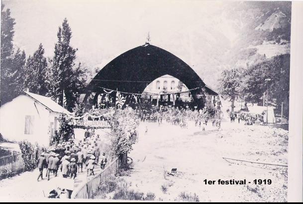 Festival de 1919, arrivée des sociétés devant la halle de fête