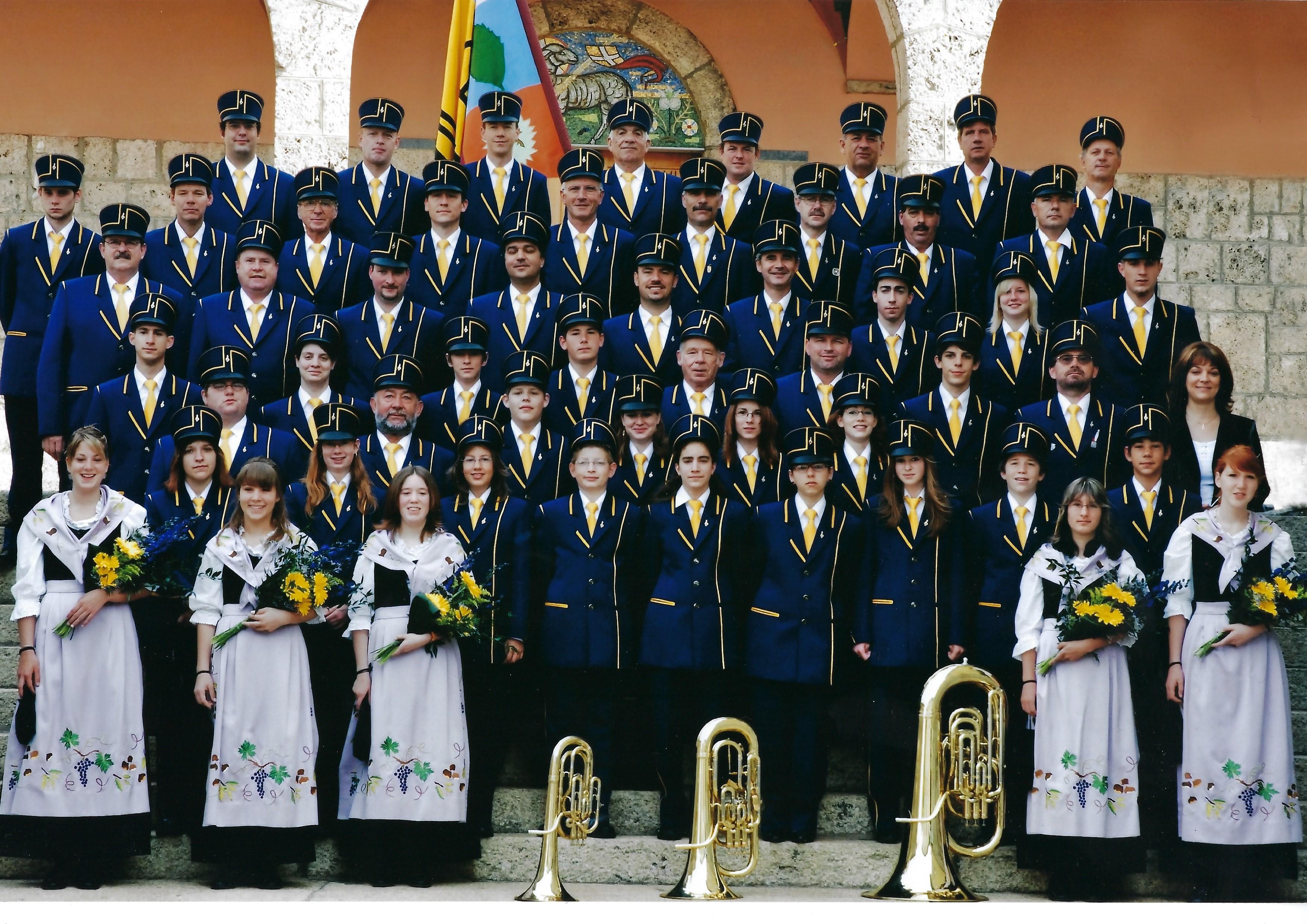 La fanfare vêtue de son nouvel uniforme en 2007