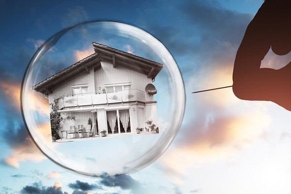 Real Estate Bubble 2020? Market trends! What are the experts saying?