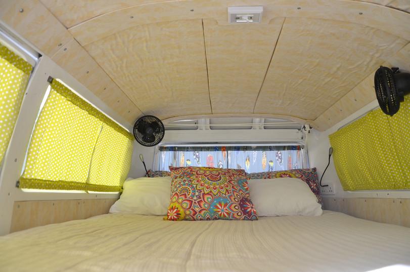 doble bed, fans