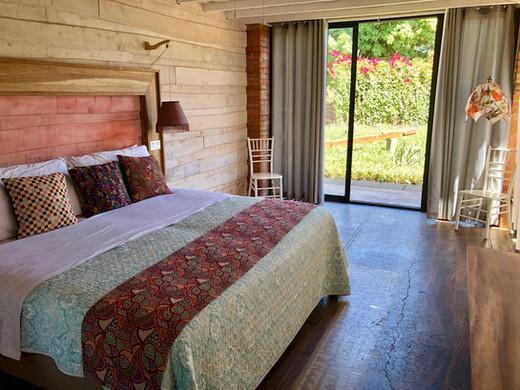 Girasol Latica Lodge