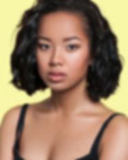 Chica oriental con el pelo corto