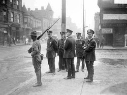 Chicago_race_riot,_five_policemen_and_on