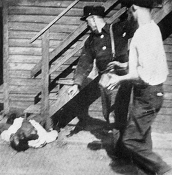 Chicago_Race_Riot_1919_stoning