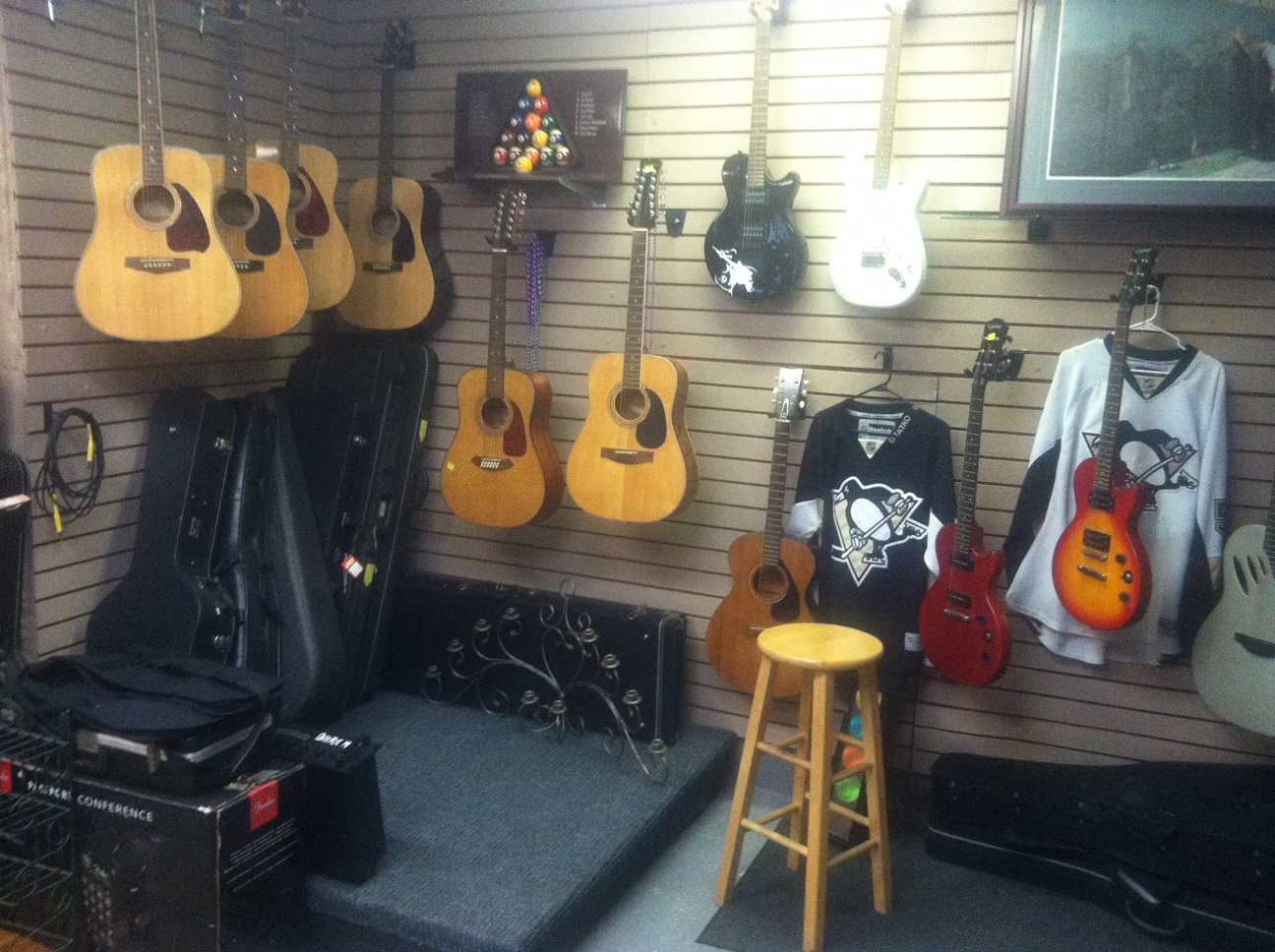 Vintage Acoustic & Electric Guitars