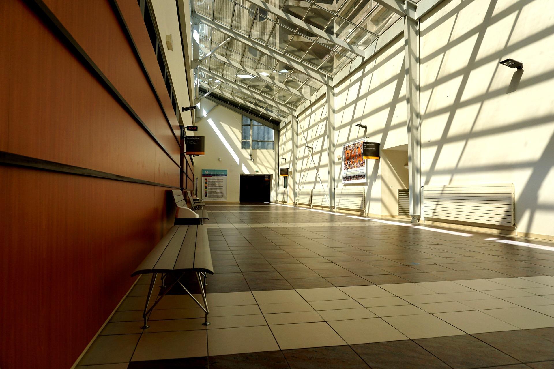 corridor-1729534_1920