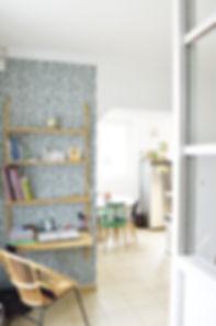 Créer un coin bureau fonctionnel et déco dans un espace réduit: check !