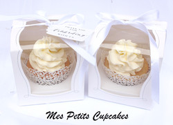 Cupcake - Wedding Favours Bonbonniere in Box Ribbon and Tags 1_edited