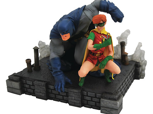DC GALLERY DARK KNIGHT RETURNS BATMAN & CARRIE DLX PVC FIG ( DIAMOND SELECT TOYS