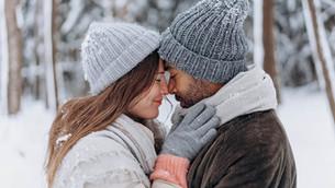 12 Cute Winter Anniversary Date Ideas