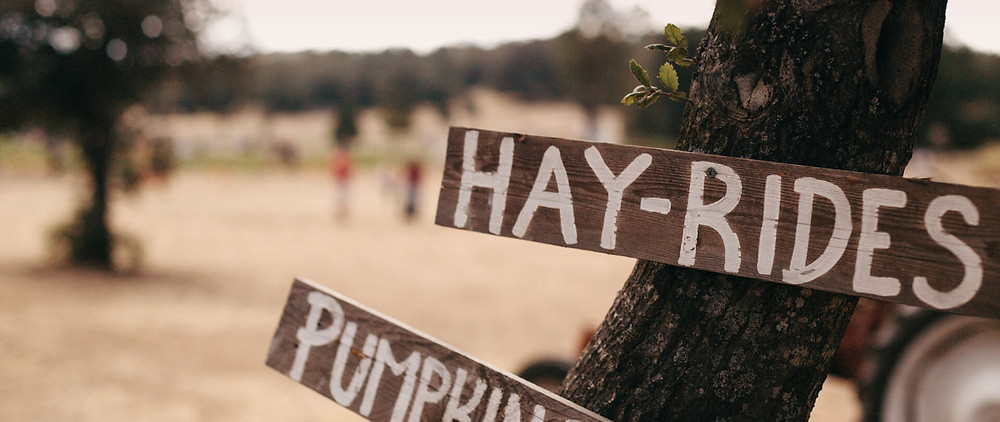 A sign that says hay-rides for a fall anniversary idea