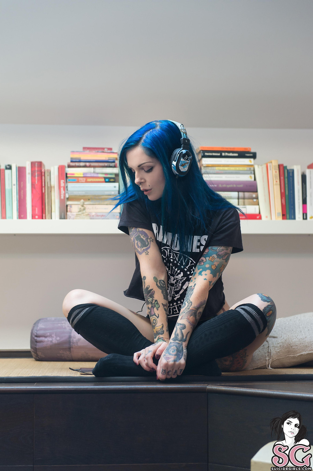 Riae - Let The Music Play