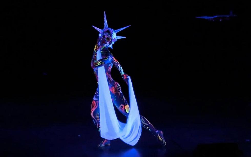 Bodypaint dance 1.jpg