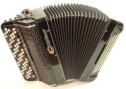 800px-Jupiter_bayan_accordion.jpg