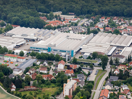 Werksleitung und Geschäftsleitung der Jungheinrich Moosburg AG & Co. KG in Moosburg an der Isar