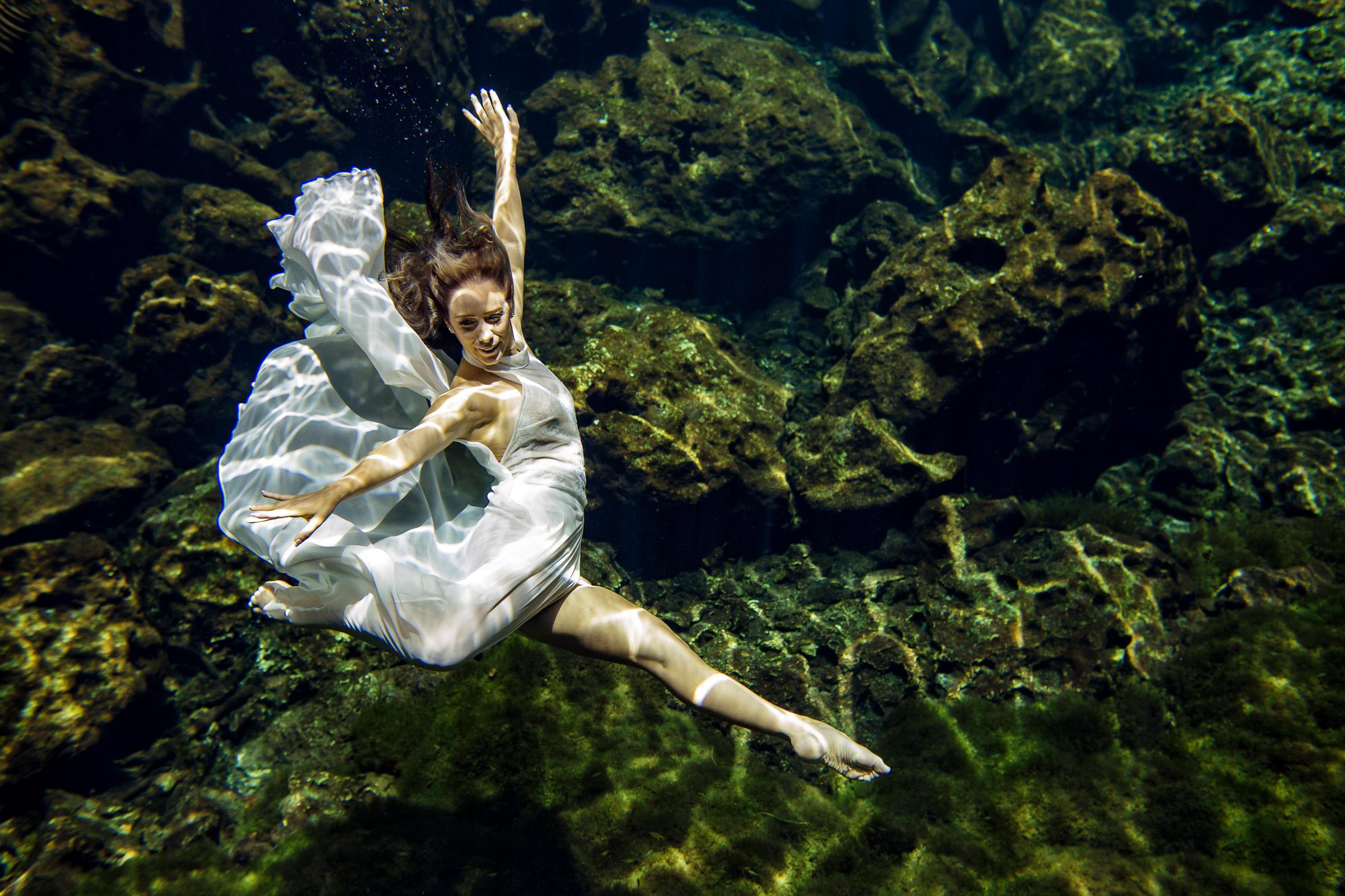 trash the dress cenote underwater photography bride dress