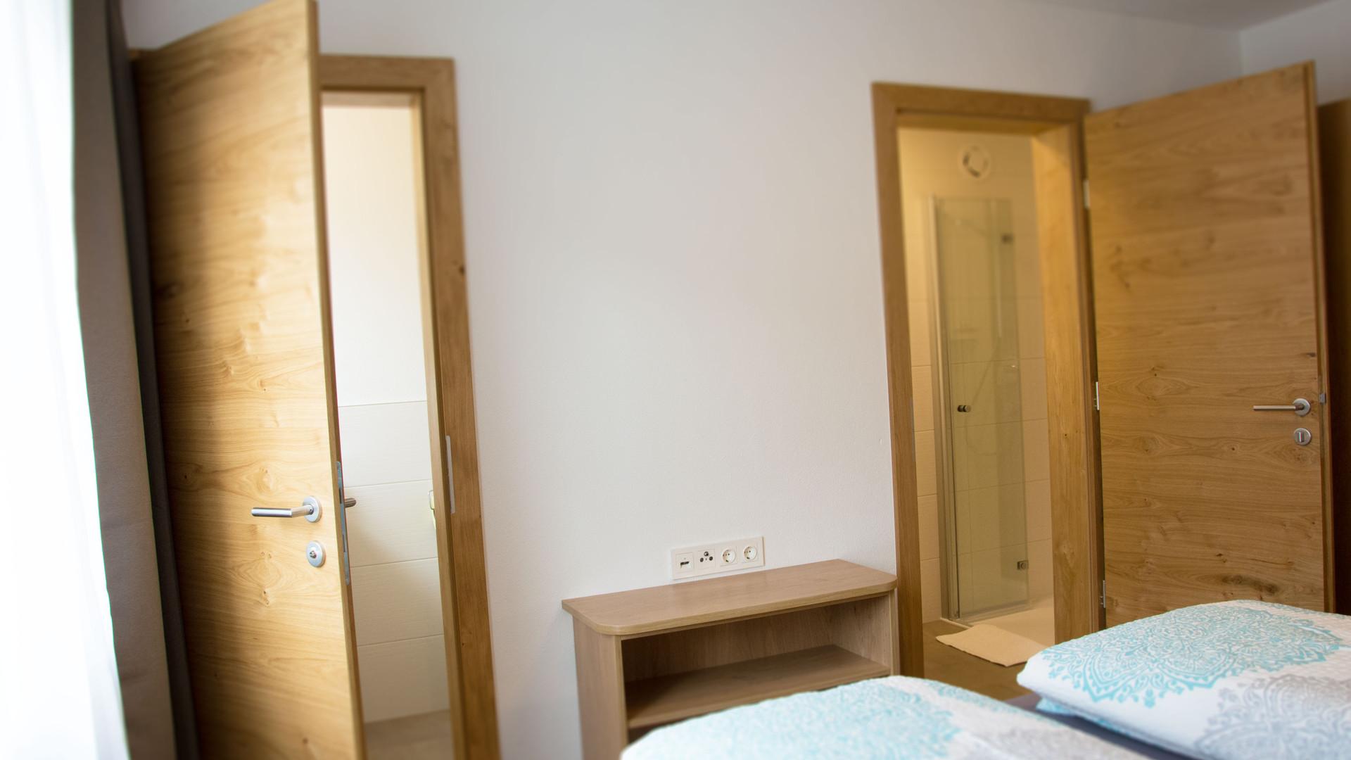BLUAMEN: WC & Bad Schlafzimmer 2