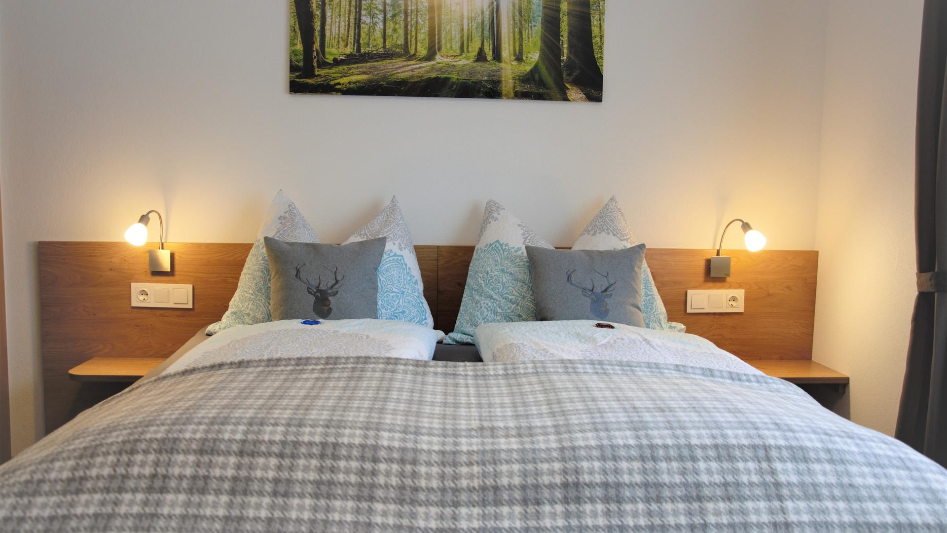 BLUAMEN: Schlafzimmer 1, bequemes Doppelbett