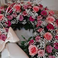 Trauerkranz rosa weiß mit Schleife