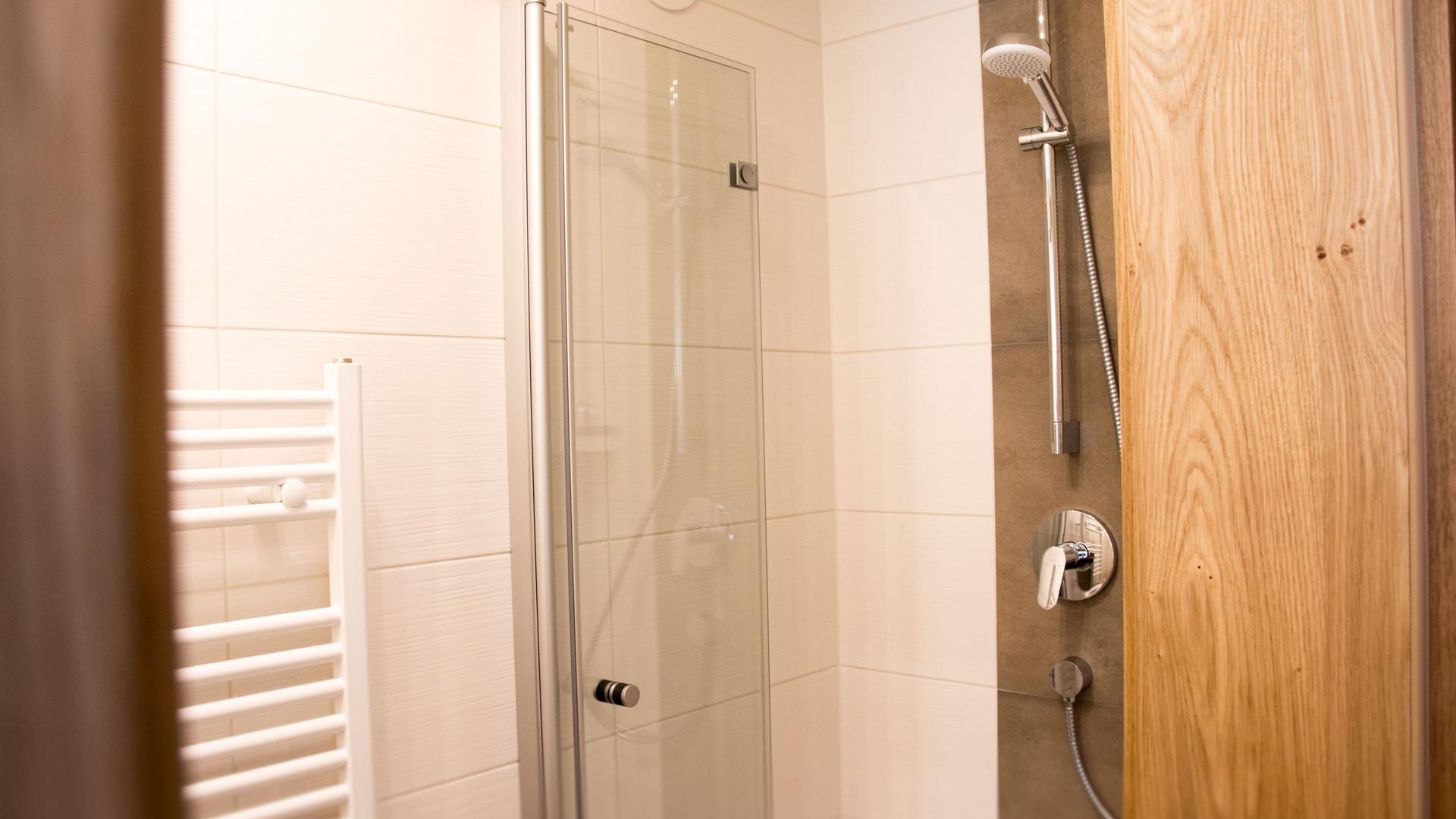 BLUAMEN: Dusche Schlafzimmer 2