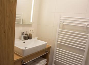BLUAMEN: Waschtisch Schlafzimmer 2