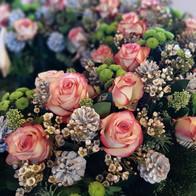 Trauerkranz rosa-grün mit Trockenelementen