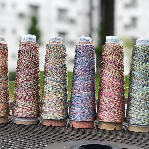 グラデーションのシルク糸