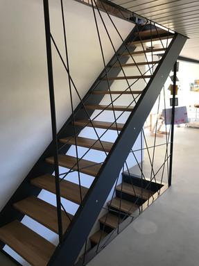 Escalier limon antracithe marches en chêne
