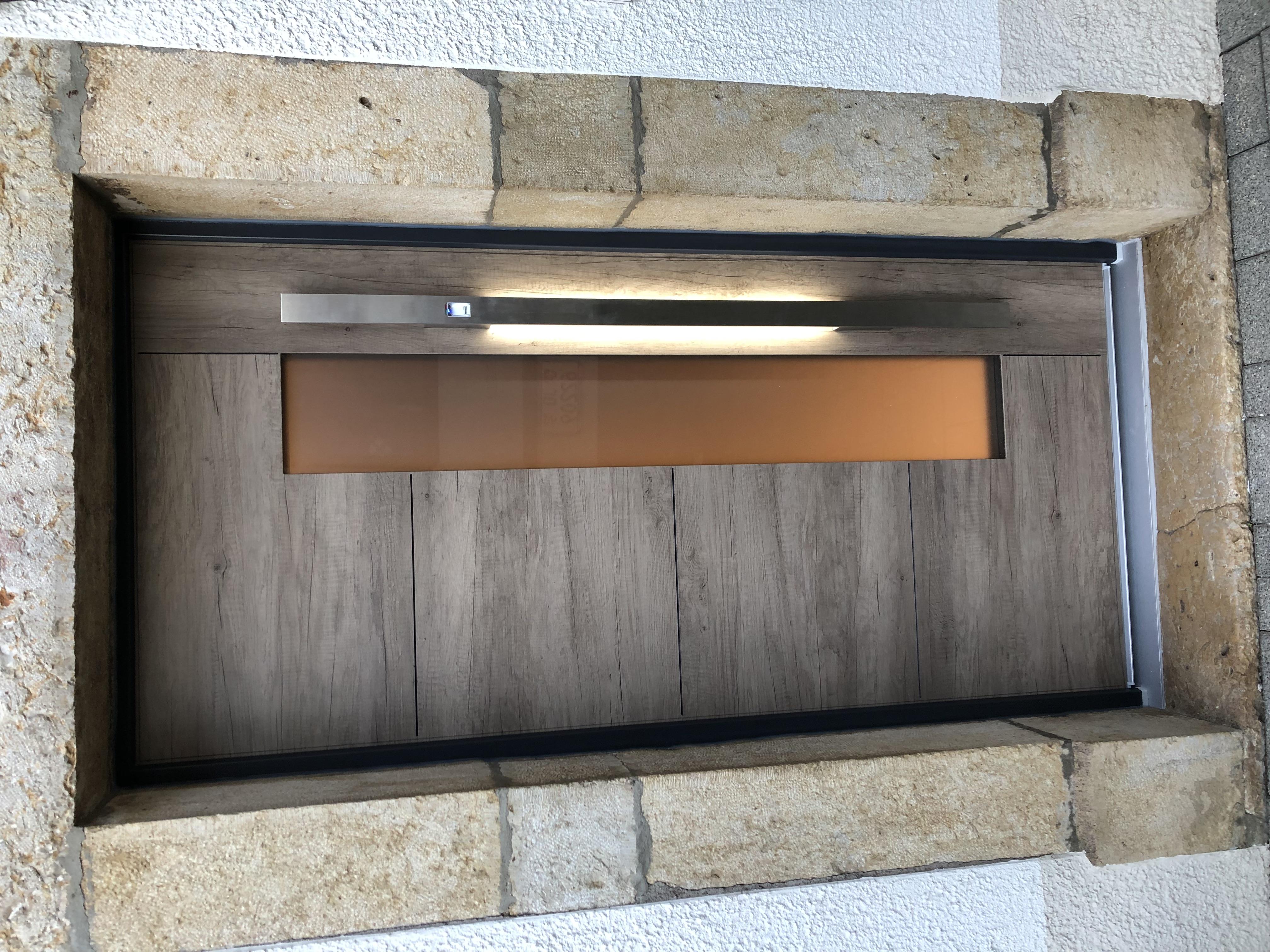 Porte d'entrée avec poignée LED
