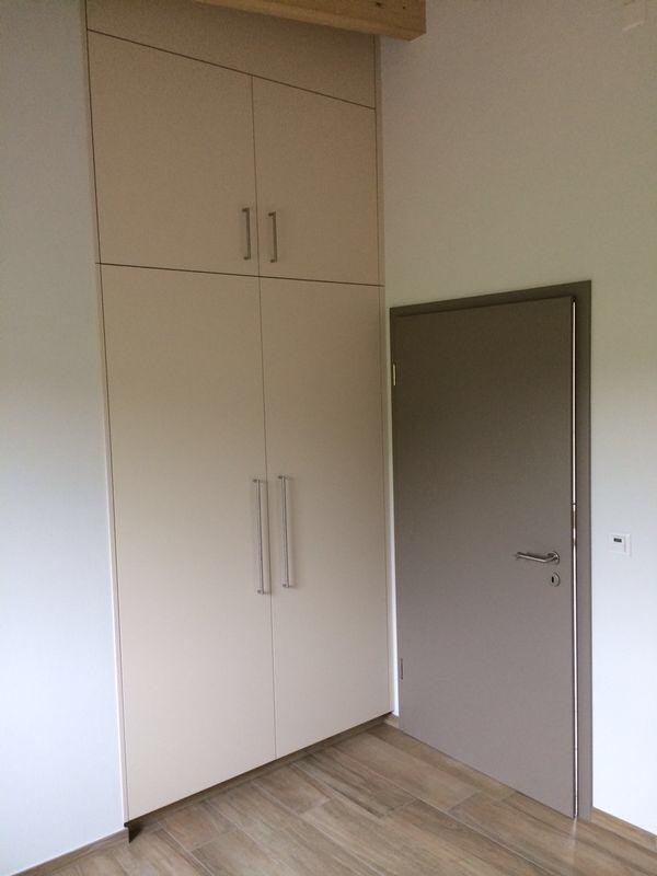 Porte sur embrasure + armoire
