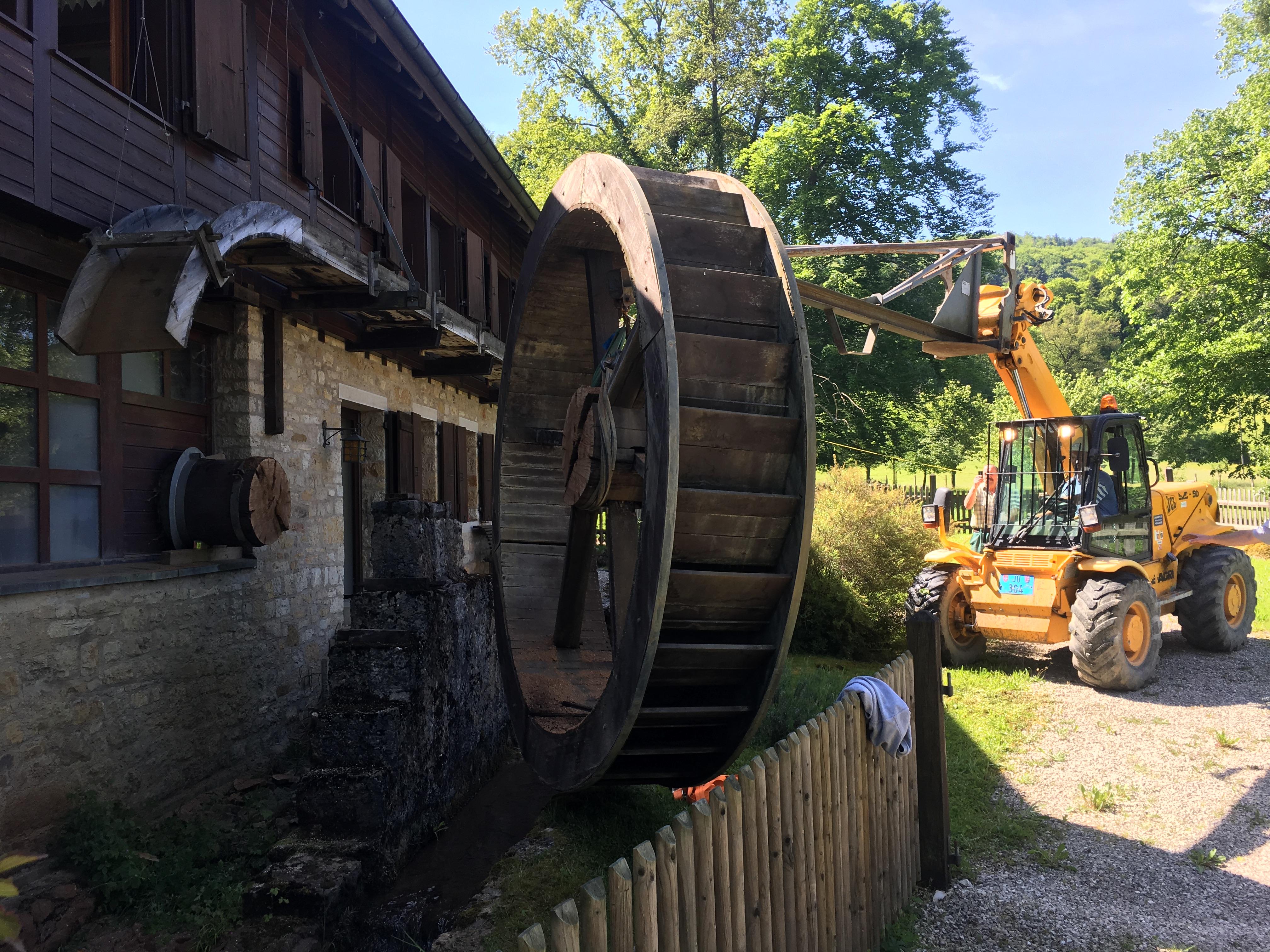 Rénovation d'une roue de moulin