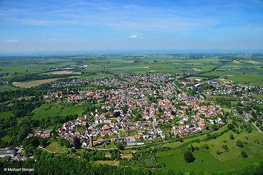Rüthen-Luftbildaufnahme-mit-Stadtmauer-