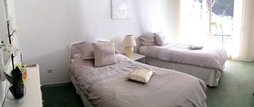 Ensuite Bedroom with 2 Single Beds
