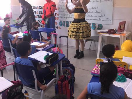 Quando os personagens preferidos das crianças visitam a escola!