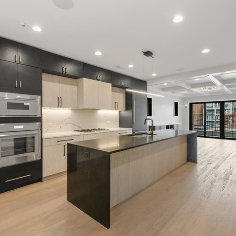 07_1421WOakdale_Unit2_177002_Kitchen_HiRes.jpg