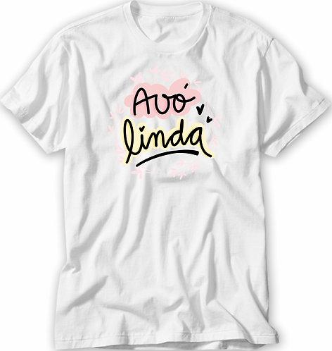 Camiseta branca com a frase Avó Linda em letras decoradas e bordas coloridas em rosa e amarelo
