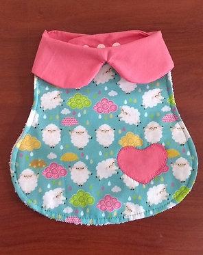 Babador Boneca - Coração - Ovelhas Azul + Rosa