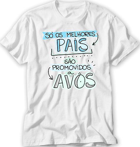 Camiseta Branca com a frase Só os melhores pais são promovidos a avôs, em letras decoradas