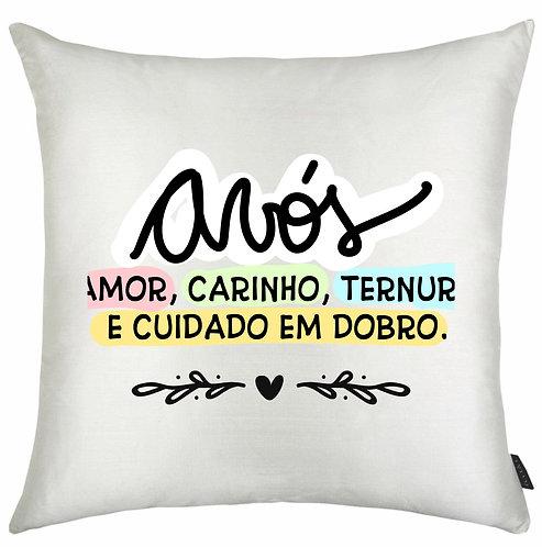 Almofada Quadrada Branca com a frase Avós: Amor, Carinho, Ternura e Cuidado em dobro, com letras decoradas e bordas coloridas