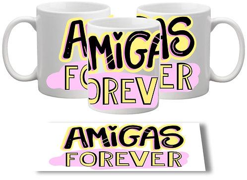 Caneca branca com o texto Amigas Forever em letras decoradas no centro