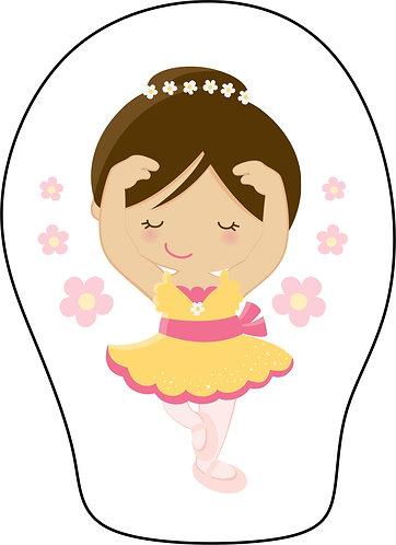 Mini Almofada com formato da estampa: uma bailarina de vestido amarelo e rosa e pequenas flores ao redor