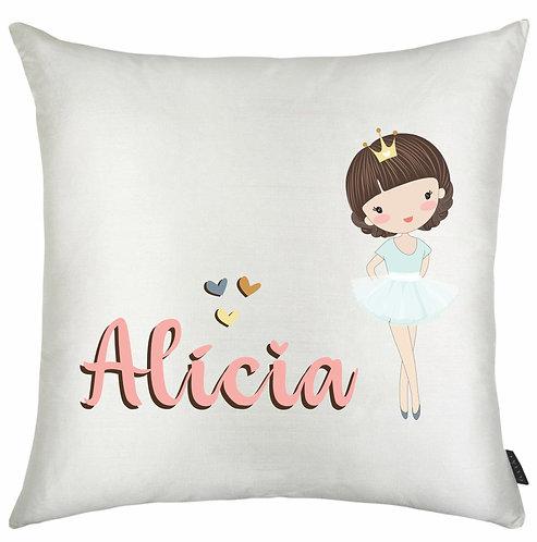 almofada quadrada branca com uma bailarina branca de cabelos castanhos + o nome a ser personalizado em rosa