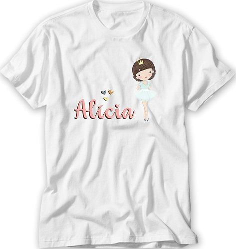 Camiseta Branca com o desenho de uma menina branca de cabelos castanhos de bailarina e o nome a ser personalizado em rosa