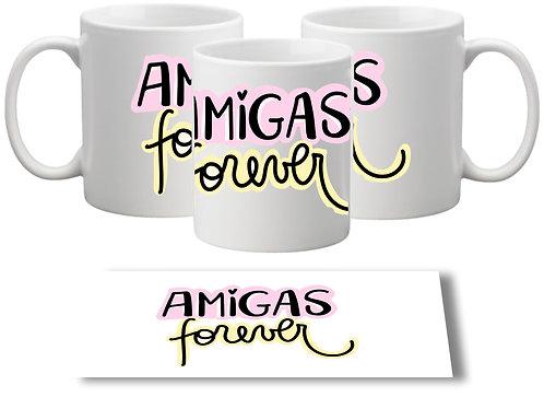 Caneca branca com a frase Amigas Forever no centro com letras decorativas