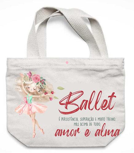 """Ecobag branca,  uma bailarina e a frase """"Ballet é persistência, superação e muito treino, mas acima de tudo, é Amor e Alma"""""""