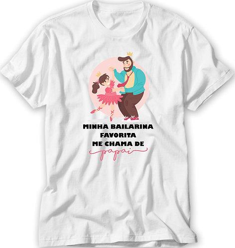 Camiseta Branca com uma criança bailarina e o pai dançando e a frase Minha Bailarina Favorita me chama de Papai